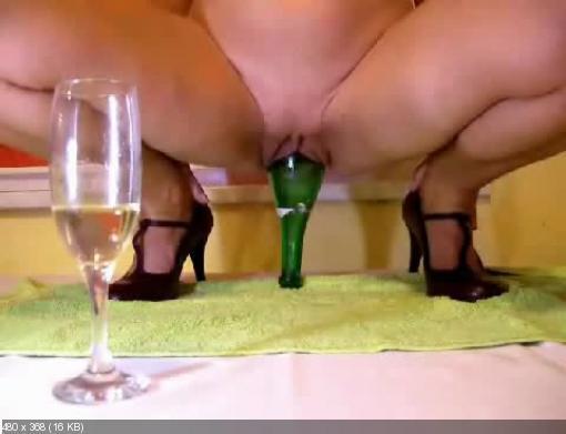Порнофото с бутылкой