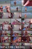 Девушка устроила фото сессию на пляже