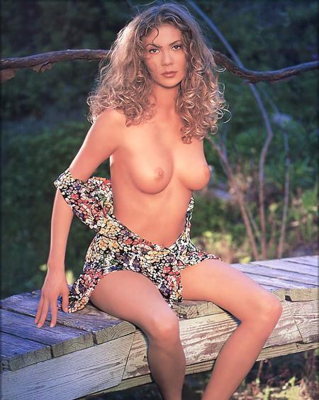Красивая блондинка в жарком хардкоре